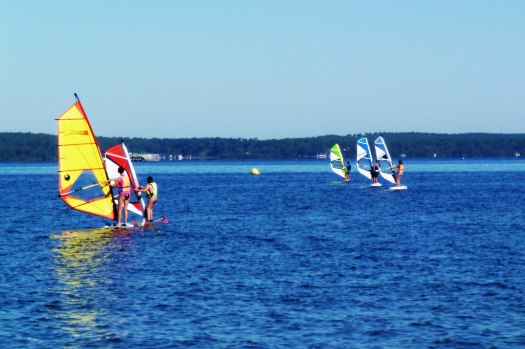 Planche débutant Ecole de voile sur le lac de Biscarrosse