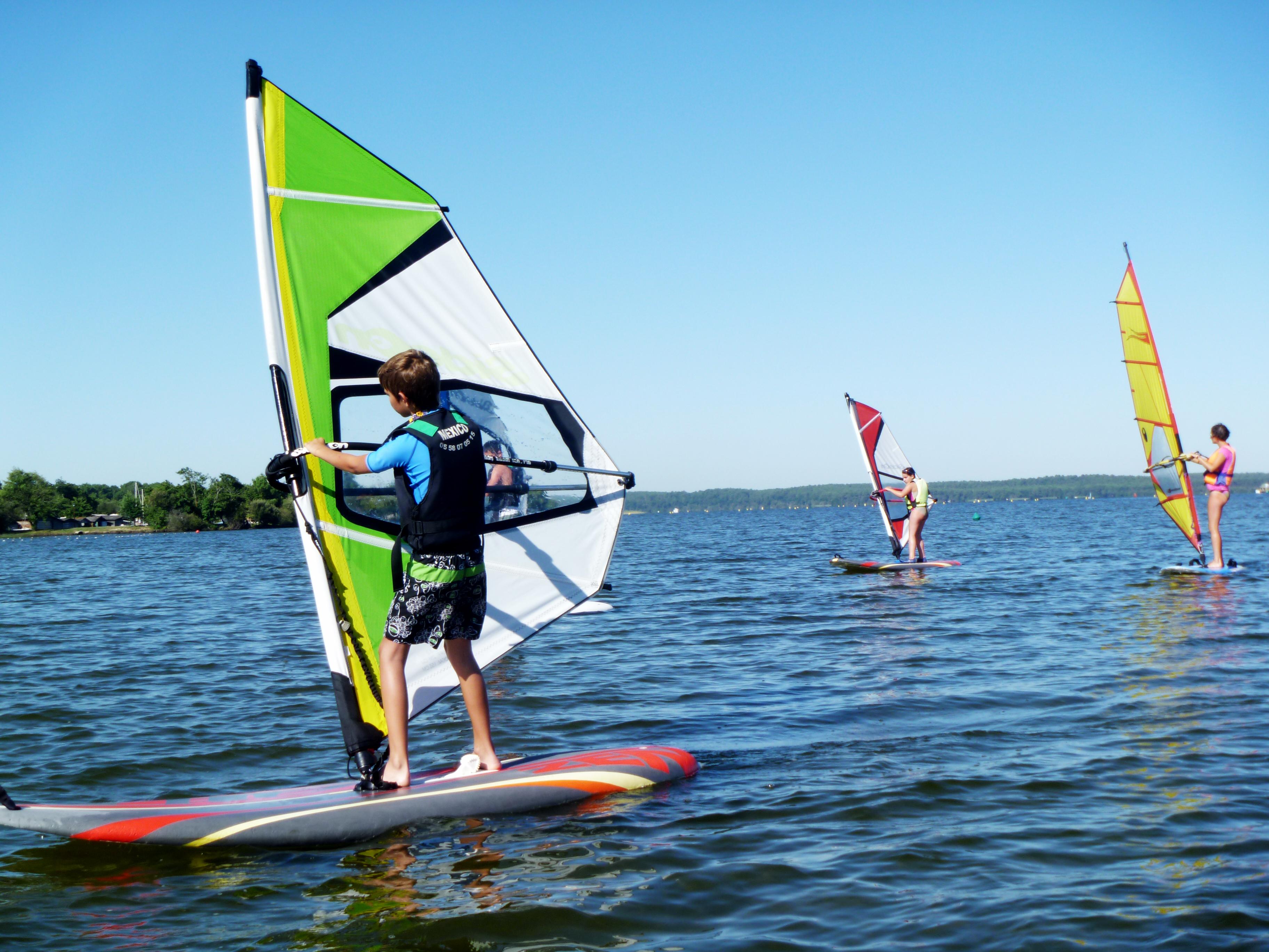 Cours collectif planche à voile débutant Ecole de voile sur le lac de Biscarrosse